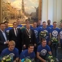 teamfoto-stadhuis-donar-2015-2016.png